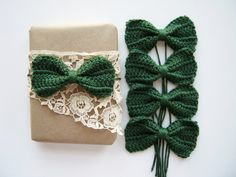 Crochet Holiday Bows for Gift Wrap and Decorations.