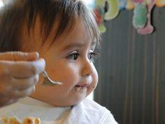 Birleşmiş Milletler Çocuk Hakları Bildirisine göre her çocuk uygun şekilde beslenme hakkına sahiptir. Bebek beslenmesi çok geniş bir konu. Bu blogda beslenmeyle ilgili yazıları sıkça göreceksiniz. Peki bebek ve çocuk beslenmesinde temel kurallar neler?