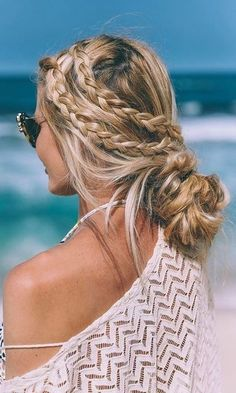 Braided Hairstyles 20 Inspiring Beach Hair Ideas for Beautiful Vacation.Braided Hairstyles 20 Inspiring Beach Hair Ideas for Beautiful Vacation Messy Hairstyles, Pretty Hairstyles, Beach Hairstyles For Long Hair, Beach Holiday Hairstyles, Casual Braided Hairstyles, Everyday Hairstyles, Wedding Hairstyles, Pool Hairstyles, Easy Summer Hairstyles