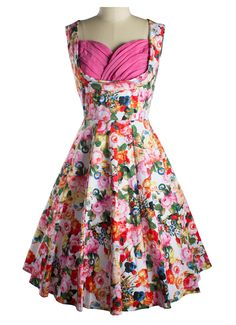 Do you want to get some glam in your glimmer with a sexy dress?Chic Wrapped Chest Floral Printing Dress has cute and sexy written all over it.More surprise at OASAP!