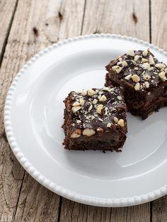 true taste hunters - kuchnia wegańska: Brownie migdałowe z burakiem i karmelem daktylowym...