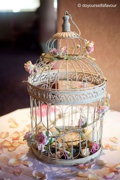 Center pieces. Love bird wedding.