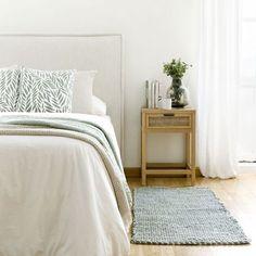 Braid alfombra verde / ¡Pinceladas verdes en tu textil!  Braid, una bonita alfombra de algodón de 60x120 cm con una trama tipo trenza en color verde. Un diseño ideal tanto para habitaciones infantiles como las de adulto. Decora con textiles y viste los suelos de tu hogar, ¡te encantará el resultado!  ¡Disponible en más colores! Comforters, Bedroom Decor, Blanket, Table, Furniture, Textiles, Master Bedrooms, Home Decor, Coconut