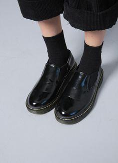 nyn-ja: elasticized panel accent shoes, stylenanda