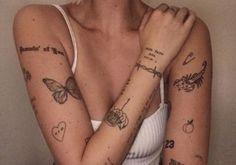 tattoo tattoo minimalistas What Kind Of Tattoo You Should Dream Tattoos, Mini Tattoos, Cute Tattoos, Body Art Tattoos, Tatoos, Awesome Tattoos, Sternum Tattoos, Cute Little Tattoos, Tattoo Neck
