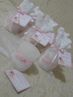 Lembrancinhas de batismo que encantam! Lindas velas decoradas e personalizadas do seu jeito! <br> <br>Divida a luz desse momento com padrinhos e convidados! <br> <br>FIQUE A VONTADE PARA SOLICITAR ALTERAÇÕES DE CORES E DETALHES.