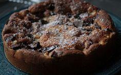 Torta pere e cioccolato vegana: la ricetta - Una torta da leccarsi i baffi? Eccovi un dolce non proprio leggero ma con un accostamento notoriamente perfetto: torta pere e cioccolato vegana