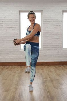 It's time to the give up crunches to do some ab exercises that really work. Skip lying on the ground and give this 10-minute standing ab workout a whirl. Tighten that tummy in a whole new way.