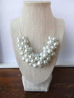 Classic White Pearl Statement Necklace in Silver//Bib Necklace//Chunky Pearl Necklace//Pearl Bubble Necklace