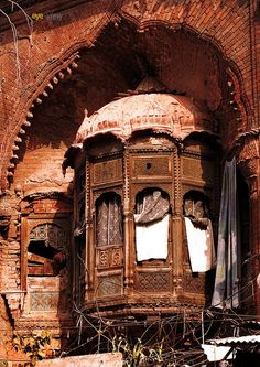 Old is gold - A beuatiful structure of balcony of one havaly in Lahore City ♒ www.pinterest.com/WhoLoves/Beautiful-Buildings ♒  #Architecture
