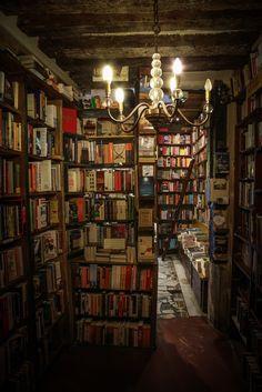 "for the pleasure of my life: ""Shakespeare & Company Paris Photo: Dieter Krehbiel "" Beautiful Library, Dream Library, Library Books, Cozy Home Library, Library Ladder, Shakespeare And Company Paris, Home Libraries, Paris Photos, Book Nooks"