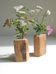 Minimalistische Blumenvase als Deko für das Wohnzimmer, Upcycling im Frühling / wooden flower vase as spring decoration made by Die Schreiner via DaWanda.com