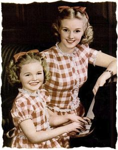 Matching mother-daughter fashions from 1944.