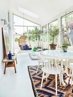 Åben og lys udestue med masser af personlighed // Open and airy space in a Danish house with light flowing trough the rooms Danish House, Rattan Furniture, Nordic Style, Decorative Accessories, Tiny House, Sweet Home, New Homes, House Ideas, House Design