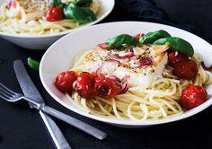 Uunifetapasta kahdelle | Jannen Keittiössä - Ruokablogi Feta, Spaghetti, Good Food, Ethnic Recipes, Healthy Food, Noodle, Yummy Food
