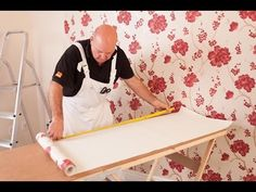 How to hang wallpaper part corners & obstacles How To Hang Wallpaper, Hanging Wallpaper, Apartment Living, Home Organization, Home Improvement, Dangles, Wall Decor, Wall Art, Design Inspiration