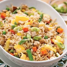 Fried Rice with Vegetables and Pork – Weekend Suppers – Recipes – Express Recipes – Pratico Pratique by Vegetable Rice, Steamed Tofu, Vegan Hummus, Supper Recipes, Evening Meals, Vegan Recipes Easy, Creative Food, Fried Rice, Food Hacks