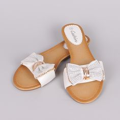 Flat Sandals, Flats, Fashion Accessories, Gloves, Slippers, Slip On, Handbags, Diy, Shoes Sandals