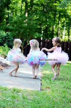 how to do you make a tutu so poofy like that?  anybody know?
