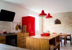 Køkken i eg - specialfremstillet efter kundens ønsker og behov. Praktisk Ø i midten.