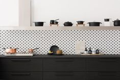 Kitchen decor, kitchen cabinets, kitchen organization, kitchen organizations and of course. The kitchen is the center of the home, so it's important to have a space you love! These pins are my favorite kitchens and kitchen ideas. Black Kitchen Cabinets, Kitchen Inspirations, Interior, Contemporary Kitchen, House Interior, Kitchens Without Upper Cabinets, Home Kitchens, Kitchen Style, Upper Cabinets