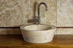 Fonte: lavello rotondo da bagno  #pietredirapolano #travertino #lavabi #lavandini #pietranaturale