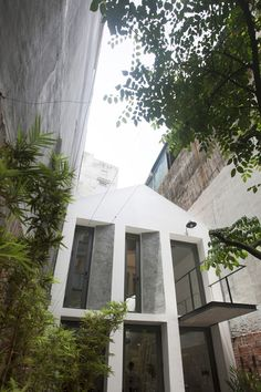 in vietnam, nghia-architect has completed 'maison T', a compact house in a typical hanoi alley that presets a perforated brick façade to the passing street. Hanoi Vietnam, Cabinet D Architecture, Architecture Details, Minimalist House Design, Minimalist Home, Concrete Bricks, Balkon Design, Tropical Architecture, Brick Facade