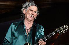"""ESTOCOLMO – Mais uma surpresa na tarde de hoje foi anunciada pela Academia Real das Ciências da Suécia. Após surpreender o mundo ao agraciar o músico Bob Dylan com o prêmio Nobel de Literatura, a Academia anunciou como ganhador do prêmio Nobel de Química o guitarrista dos Rolling Stones, Keith Richards. """"Como o próprio Keith …"""