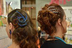 INSPIRAÇÕES DE PENTEADOS FEMININOS https://www.pluricosmetica.com/pluriblog/inspiracoes-de-penteados-stand-pluricosmetica-na-in-beauty/