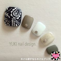 I like the thumb but I'd change the other colours, better stay always on blue and white Pedicure Designs, Pedicure Nail Art, Toe Nail Designs, Diy Nails, Foot Pedicure, Pretty Nail Art, Cute Nail Art, Feet Nails, Fabulous Nails