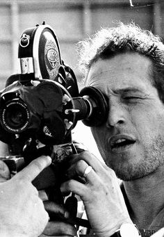 Paul Newman shooting, oldie, video camera, male, man, actor, beautiful, inspirering, photo b/w.