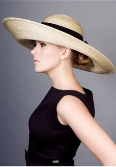 Spring style!! A wide brimmed hat for a Bright and sunny Spring day! Classic!