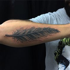 @xtakayamax  11-20943383 #feathertattoo #feather #tattoo #pena #tatuagem #TrueLoveTattoo