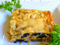SPLENDID LOW-CARBING BY JENNIFER ELOFF: BACON, MUSHROOM, SMOKED GOUDA QUICHE ~ Made in a 9 x 13 inch casserole, this quiche makes 12 nice servings. Use cheese of your choice.  Visit us for more lovely recipes at: https://www.facebook.com/LowCarbingAmongFriends