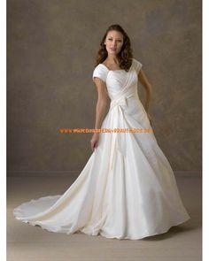 2013 Romantische Brautkleider mit Ärmel aus Satin mit Schleppe