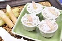 ขนมสายบัว Thai Steamed Lotus Stem Cake ขนมสายบัวจัดอยู่ในประเภทขนมไทยพื้นบ้านแท้ๆ ที่มีมาแต่ดั้งเดิม เป็นขนมไทยที่สุกได้ด้วยวิธีการนึ่ง ส่วนประกอบหลักมีเพียงแป้ง กะทิ และน้ำตาล ส่วนผสมอีกส่วนหนึ่งที่ขาดไม่ได้เล