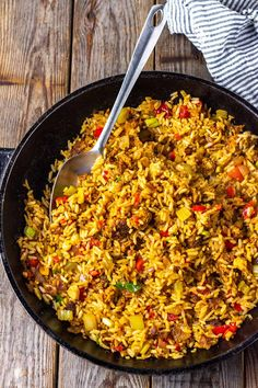 A flavorful take on the classic Southern comfort dish vegan dirty rice recipe is definitely a must try! A flavorful take on the classic Southern comfort dish vegan dirty rice recipe is definitely a must try! Vegan Foods, Vegan Dishes, Vegan Meals, Vegan Dirty Rice Recipe, Vegan Fried Rice, Vegan Recipes With Rice, Vegan Soul Food Recipes, Vegan Noodles Recipes, Rice And Beans Recipe