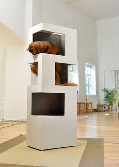 Un arbre à chat au design contemporain qui offre à votre chat la possibilité d'observer, de sauter, de gratter et d'escalader grâce au sisal au dos du meuble