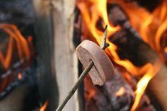 Grilla Falukorv över öppen eld / Sausage on the open fire