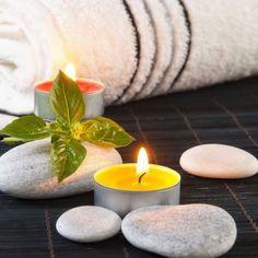 Massagekerze Sie haben dabei nicht nur die Vorteile der ätherischne  Öle,welche heilende Wirkung haben,sondern profitieren zusätzlich von den natürlichen Buttern  und Ölen die die Haut pflegen und nähren. Das schöne daran ist auch,dass Sie das Öl warm auftragen und somit den Muskel nicht erschrecken und verkrampfen.Die hochwertigen Butter und Öle ziehen in die Haut ein und wirken auch im Muskel, gleichzeitig atmen Sie die Öle ein,damit beeinflussen und stärken Sie Ihren Geist.