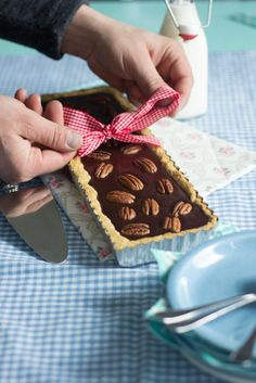 Gluteiiniton suklaa-pekaanipiirakka