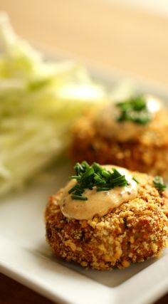 Crab Cake Recipe With Apple Slaw And Remoulade Sauce. A Great Sunday Night Dinner Idea Includes Video Tutorial. Via Entwithbeth Easy Brunch Recipes, Fun Baking Recipes, Fall Dinner Recipes, Easy Fish Recipes, Spring Recipes, Appetizer Recipes, Oven Recipes, Crab Cake Recipes, Apple Cake Recipes