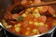Zelňačka s klobásou - Meg v kuchyni Pot Roast, Fondue, Chili, Soup, Ethnic Recipes, Roast Beef, Chile, Chilis, Soups
