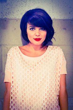 LOVE this asymmetrical bob! think I can make my hair cut like this by myself? @Abril Molina Molina Molina Gurrola
