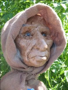 Old Woman – A Mask and a Few Accidental Experiments with Paper Mache Clay – Ultimate Paper Mache