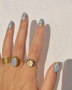 Nagellack Design, Nagellack Trends, Hair And Nails, My Nails, Fingernails Painted, Daisy Nails, Nagel Bling, Nail Ring, Nail Manicure