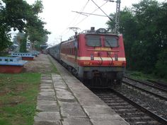 My Train #Travel By #Dhauli_Express – A Pleasant Journey to #Kolkata - My train travel by Dhauli Express was the start to a memorable tour. Having packed all my stuff well in advance, I reached the Puri station well in time to board the Dhauli Express. Soon after, the train was allotted a platform and I boarded it.