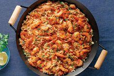 Πικάντικες γαρίδες με μανέστρα στην κατσαρόλα - Συνταγές   γαστρονόμος Paella, Vegetarian Recipes, Yummy Food, Cooking, Ethnic Recipes, Kitchens, Kitchen, Delicious Food, Brewing