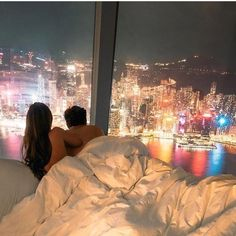 How beautiful are these hotel views in Hong Kong ! ____ Tag a friend you would bring with here! Instagram Money, Disney Instagram, Instagram Girls, Romantic Couples, Cute Couples, Romantic Night, Romantic Things, Romantic Gifts, City By Night