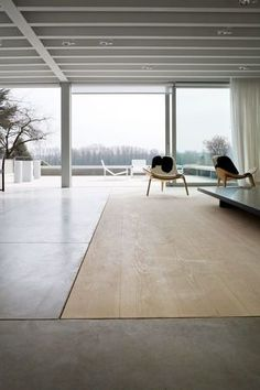 We already expressed our love to concrete, featuring concrete furniture, bathroom finishes, etc. Concrete flooring, or its alternative micr. Timber Flooring, Concrete Floors, Interior Architecture, Interior And Exterior, Floor Design, House Design, Interior Minimalista, Transitional Decor, Transitional Kitchen